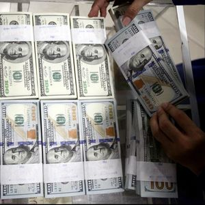 Awal Pekan, Dolar AS Galak Lagi ke Rp 14.870