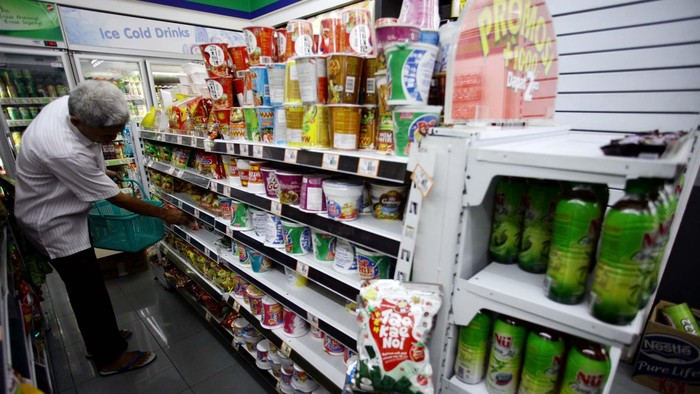 Kelompok makanan jadi, minuman, rokok, dan tembakau merupakan penyumbang inflasi terbesar sejumlah 0,55 persen. Sedangkan bulan September sebelumnya tercatat deflasi sebesar 0,32 persen. file/detikfoto