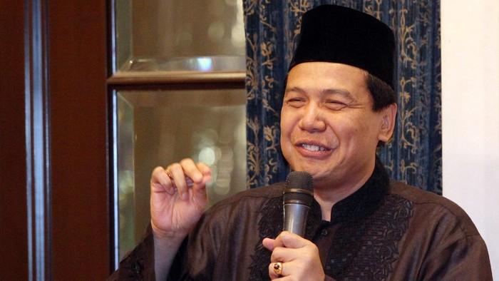 Menko Perekonomian Chairul Tanjung (CT) menggelar buka puasa bersama di kediamannya di Jalan Teuku Umar, Menteng, Jakarta Pusat, Kamis (24/7/2014). Mulai dari menteri hingga presiden terpilih Joko Widodo (Jokowi) menghadiri acara buka puasa bersama itu.