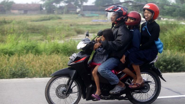 Motor sebaiknya hanya digunakan untuk 2 orang. Foto: Agung Pambudhy