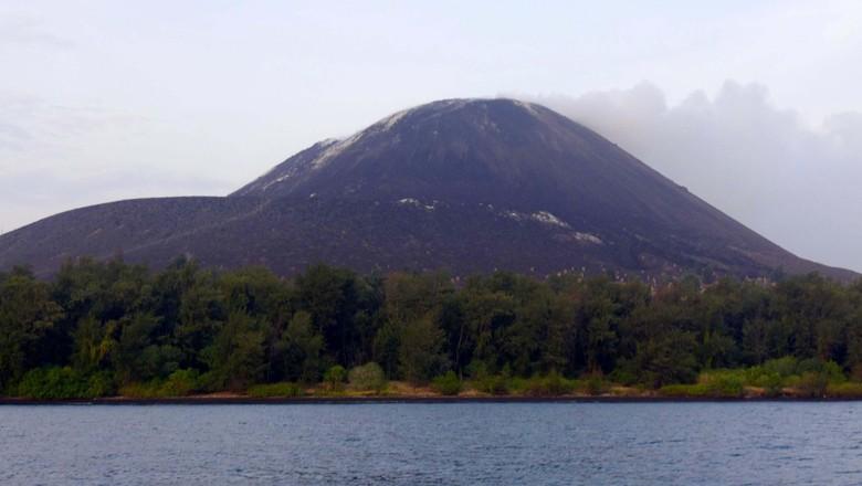 Gunung Anak Krakatau Erupsi Hingga 1 Km