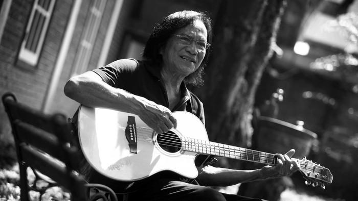 Musisi legendaris Indonesia, Yon Koeswoyo, meninggal dunia pagi ini. Foto: Hasan Alhabshy