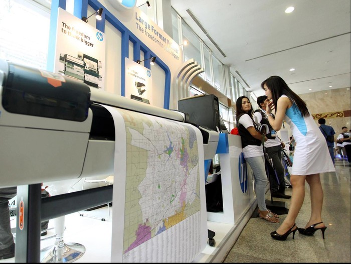 Sejumlah produsen printer saling unjuk gigi dengan menawarkan berbagai fasilitas dan kualitas dalam pameran produk komputer Indocomtech 2012 di JCC Senayan, Jakarta. Produk printer yang dipamerkan dalam pamerjan komputer Indocomtech 2012, antara lain Hewlett-Packard, Epson, Canon, dan Fuji Xerox. File/detikFoto.