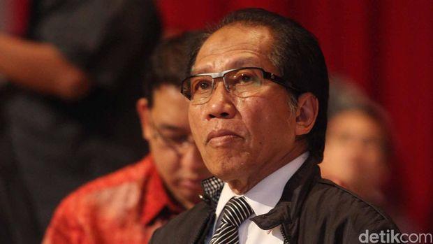 Dr. Ishadi Soetopo Kartosapoetro, M.Sc. atau disapa Ishadi S. K. lahir di Majene, 30 April 1943 adalah seorang pakar televisi dari Indonesia. File/detikFoto.