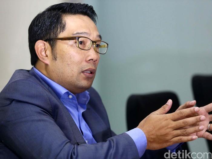 Walikota Bandung Ridwan Kamil mengunjungi markas Detikcom, Jakarta, Senin (11/8/2014). Kunjungannya ini dilakukan guna berdiskusi tentang kota Bandung.