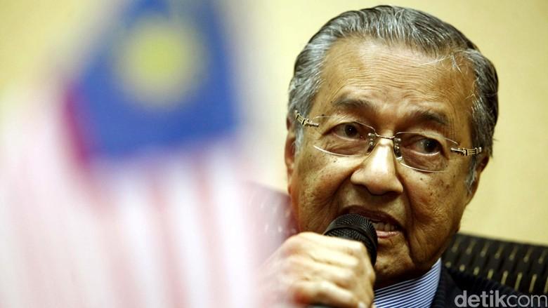 Merasa Malu, Mahathir Mohamad Hengkang dari Partai UMNO