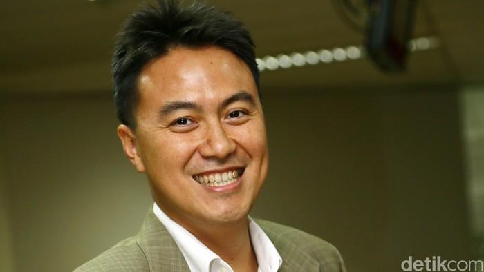 Fauzi Ichsan yang  saat ini dia menjabat sebagai Managing Director di Standard Chartered Bank juga diminta menjadi anggota tim pakar seleksi menteri dari detikcom.