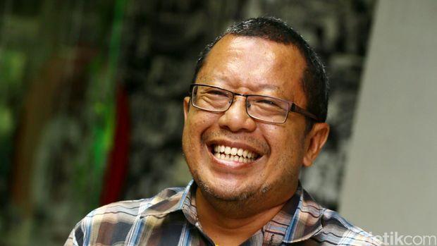 Dr. Onno W Purbo, M. Eng. mantan dosen Institut Teknologi Bandung yang juga pakar teknologi informasi hadir dalam rapat perdana tim seleksi menteri dari detikcom. Onno menjadi salah satu anggota tim pakar seleksi menteri detikcom.