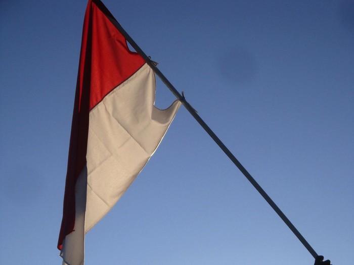 Upacara pengibaran bendera merah putih di kawasan Gunung Slamet.