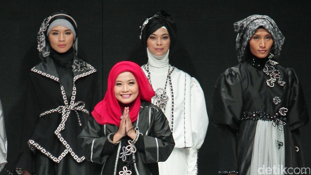 Cerita Desainer Tuty Adib Dipercaya Iriana Buatkan Busana Pelantikan