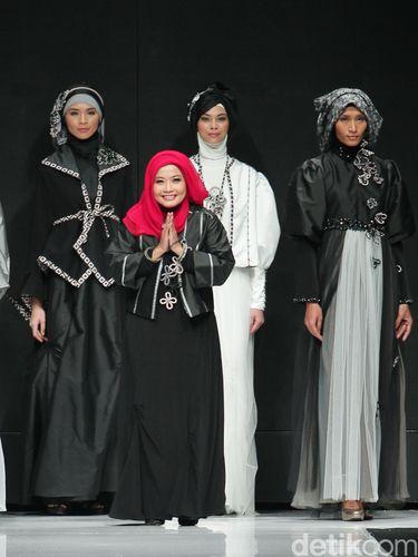 Desainer Tuty Adib