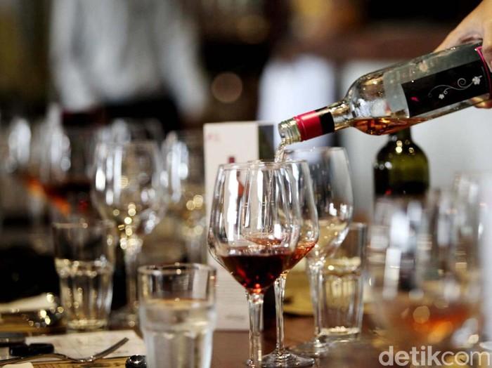 minuman keras alkohol mabuk. Rachman Haryanto /ilustrasi/detikfoto