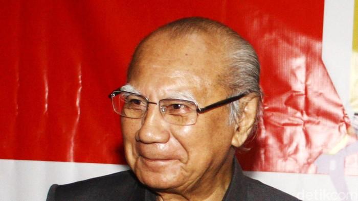 Prof. Dr. Emil Salim seorang ahli ekonomi, cendekiawan, pengajar, dan politisi Indonesia.
