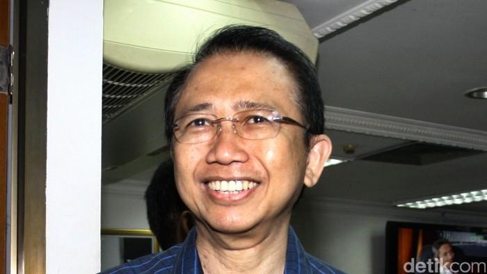 Ketua DPR RI Marzuki Alie sudah kembali bekerja dan terlihat di gedung DPR pada Kamis (4/9). Marzuki jatuh sakit dan sempat dirawat di RSPAD Gatot Soebroto.