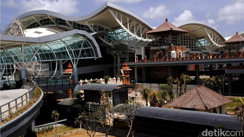 Bandar Udara Internasional Ngurah Rai adalah bandar udara internasional yang terletak di sebelah selatan Bali, Indonesia, tepatnya di daerah Tuban, Kuta, sekitar 13 km dari Denpasar. File/detikFoto.