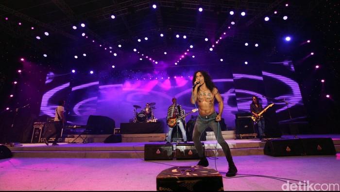 Grup band legendaris Slank kembali tampil di panggung utama arena Pekan Raya Jakarta 2012. File/detikFoto.
