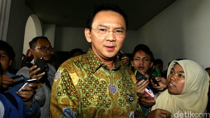 Wakil Gubernur DKI Jakarta Basuki Tjahaja Purnama (Ahok) memberikan keterangan pers di Balai Kota Jakarta, Tabu (10/9/2014). Hari Ahok mengajukan surat pengunduran diri sebagai kadet kepada DPP Partai Gerindra.