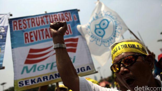 Karyawan Merpati Demo di DPR