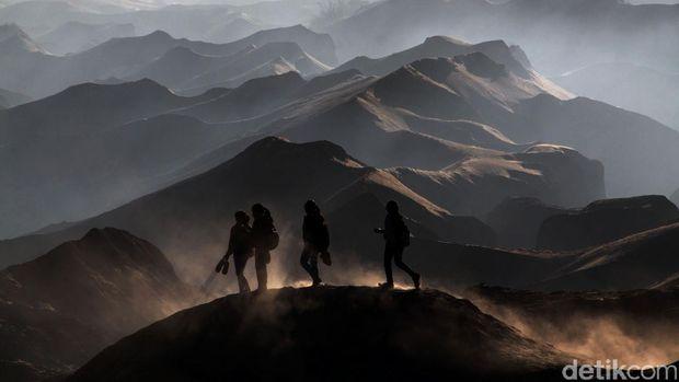 Gunung Bromo dikenal dengan sejuta keindahan panoromanya sekaligus mistis sehingga menyodorkan suasana berbeda dibandingkan gunung lainnya. File/detikFoto.