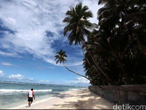 Pesona keindahan pantai pasir putih di kepulauan Miangas, Sulawesi Utara. Sebagai kepulauan terluar milik Republik Indonesia yang tidak berjauhan dengan negara tetangga Filipina, Kepulauan Miangas memilik pesona pantai yg indah namun cukup jarang di kunjungin oleh para wisatawan. File/detikFoto.