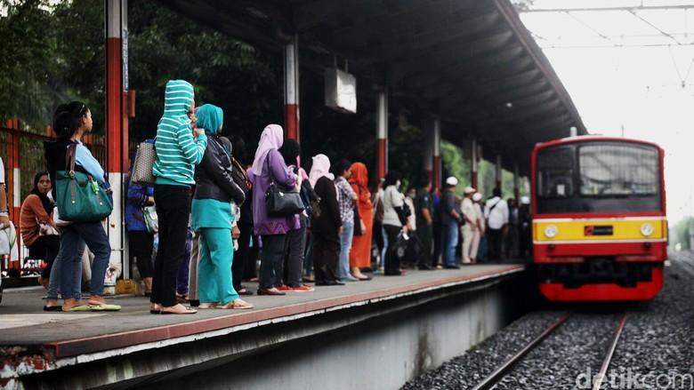 KRL Bogor-Angke Sempat Alami Gangguan di Stasiun Sudirman