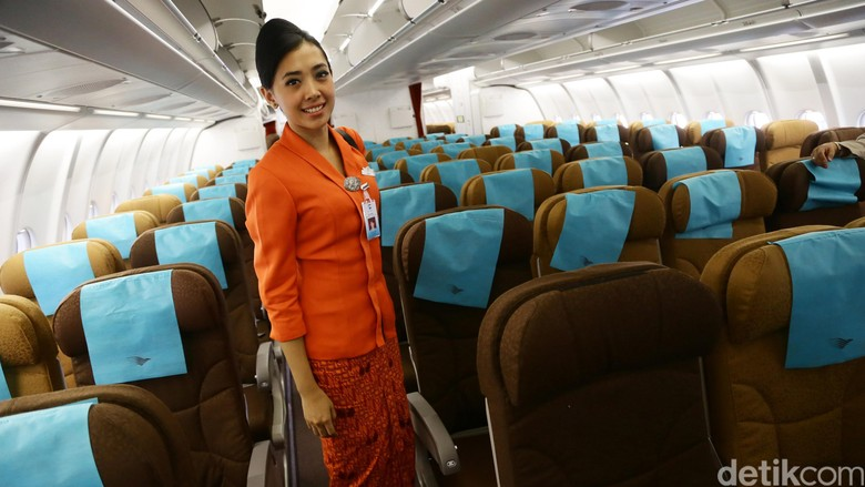Perawatan pesawat Garuda di bandara Soearno-Hatta. Suasana di dalam kabin pesawat Garuda. File/detikFoto.