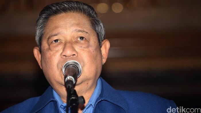 Ketua Umum Partai Demokrat Susilo Bambang Yudhoyono memberikan keterangan kepada awak media di Hotel Sultan, Jakarta, Selasa (30/09/2014). SBY menyatakan akan menerbitkan Perpu terkai Pemilihan Umum Kepala Daerah (Pilkada) sebelum habis masa jabatannya. Grandyos Zafna/detikcom