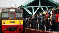 Perempuan Jatuh ke Celah Peron Stasiun Sudirman Saat KRL Jalan