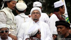 Heboh Isu Kepulangan Habib Rizieq dan Sederet Kontroversi yang Menyertai