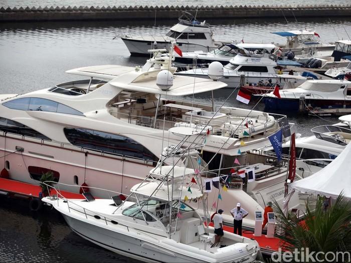 Indonesia Yachts Show atau pameran kapal pesiar untuk pertama kalinya digelar di Indonesia, di Pelabuhan Marina Batavia, Sunda Kelapa, Jakarta, Sabtu (8/6/2013). Pameran kapal pesiar yang digelar 8-9 Juni 2013 itu sedikitnya diikuti oleh 40 perusahaan produsen Yacht dan Boat dari berbagai negara. File/detikFoto.