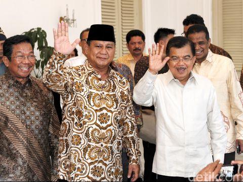 Prabowo saat bertandang ke rumah dinas JK di tahun 2014.