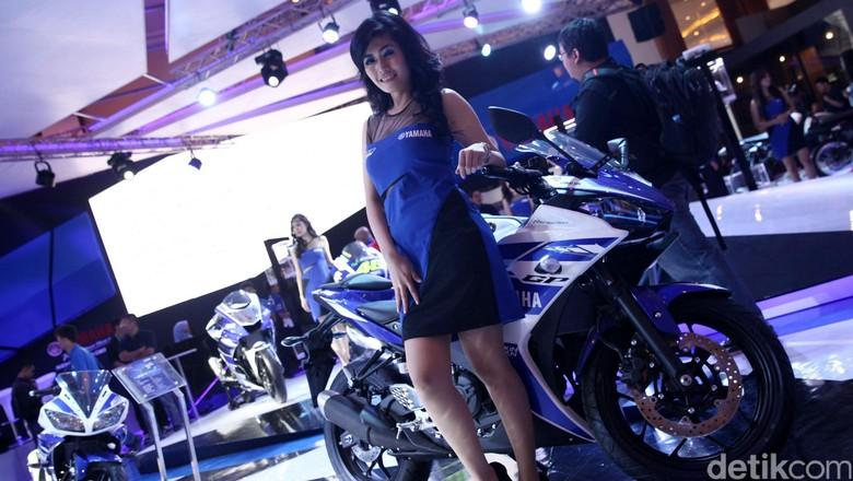 Model berpose dengan motor Yamaha Foto: Grandyos Zafna