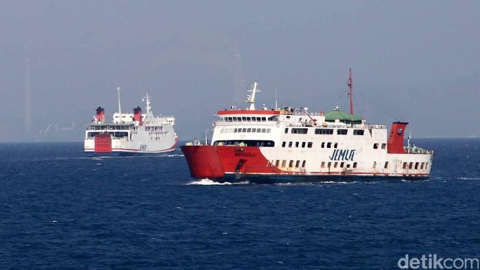 Sebanyak 28 Kapal melayani penyeberangan Merak Bakauheni dengan jumlah trip 108 kali penyeberangan Pulang Pergi, bisa dibanyangkan bagaimana padatnya jalur tersebut ditambah di selat sunda terdapat jalur pelayaran Internasional. Hal ini membuat para nahkoda harus lebih berhati-hati dalam menahkodai kapal.