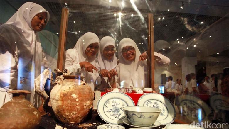 Foto: Pelajar berkunjung ke Museum Nasional (Agung Pambudhy/detikFoto)