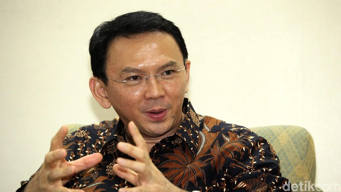 Plt Gubernur DKI Jakarta Basuki Tjahaja Purnama saat di temui di kantornya Balai Kota, Jakarta Kamis (06/11/2014). Ahok