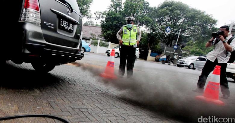 Ilustrasi Emisi gas buang Foto: Ari Saputra