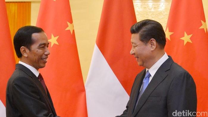 Biro Pers Kepresidenan dan KBRI Beijing dari pertemuan Presiden RI, Joko Widodo dengan Presiden RRT Xi Jinping yang dilanjutkan dengan pertemuan Presiden RI-PM RRT Li Keqiang di Great Hall of the People, Beijing, 9 November 2014. File/DetikFoto.