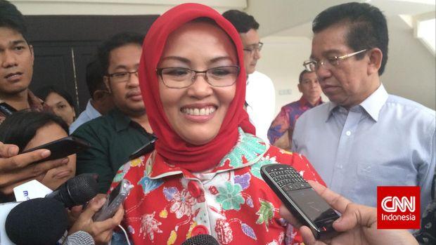 Ketua Forum Rektor Dwia Aries Tina Pulubuhu menyebut sikap para alumni dalam mendukung para capres tak mencerminkan sikap kampus yang netral.