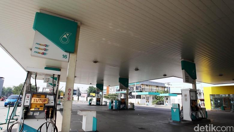 SPBU Petronas di jalan Pekayon Raya, Kota Bekasi, Jawa Barat, . Rabu (24/10/13).  Sebanyak 15 SPBU dari 19 SPBU Petronas yang tersebar di Jakarta dan Medan juga telah ditutup sejak 31 Agustus 2012 lalu. File/detikFoto.