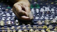 Penjualan Emas di Cikini Loyo, Banyak Toko Masih Tutup-Pengunjung Sepi