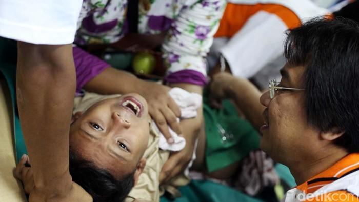 Ilustrasi sunatan massal (Foto: Rachman Haryanto)