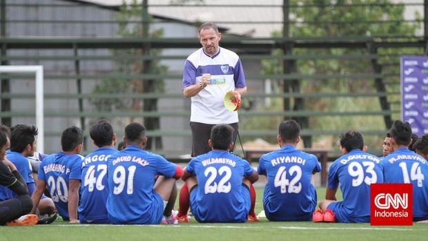 Dejan Antonic memiliki pengalaman melatih klub-klub Indonesia