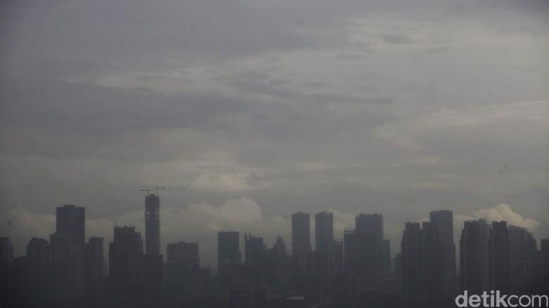 Angin Kencang Landa Jakarta