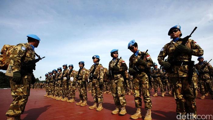 Pasukan Kontingen Garuda UNIFIL untuk misi perdamaian dunia di Lebanon juga memberangkatakan 19 tentara wanita dari berbagai angkatan. Panglima TNI Jenderal Moeldoko hari ini juga melepasa para tentara cantik ini yang akan berangkat ke Lebanon.