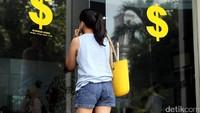 Keok Lawan Rupiah, Ada Apa Dengan Dolar AS?