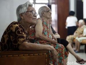 Menyikapi Beda Pola Asuh karena Anak Dititipkan ke Kakek-Nenek