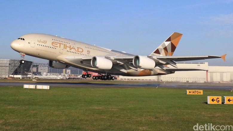 Pesawat Air Bus A380 Etihad.