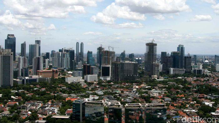 Suasana Gedung-gedung bertingkat di kawasan Jakarta, Sabtu (10/1/2015). Staf Khusus Presiden Bidang Ekonomi dan Pembangunan Firmanzah menargetkan pertumbuhan ekonomi pada 2015 sebesar 5,6 persen.