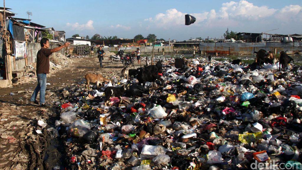 Viral Video Anak-anak Cari Mainan di Tumpukan Sampah Bikin Hati Terenyuh