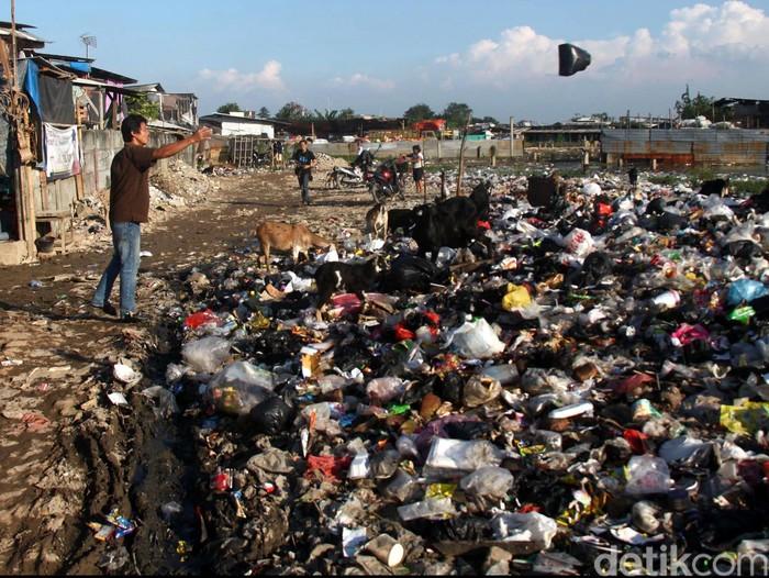 Suasana tempat pembuangan sampah di kawasan Kapuk Muara, Jakarta Utara, Jumat (26/07/2013). Pemprov DKI akan membuat Intermediate Treatment Facility (ITF) atau tempat pengelolaan sampah, salah satunya di Sunter, Jakarta Utara.